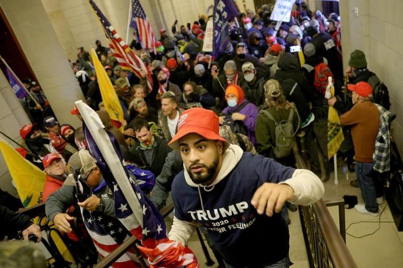 Безредици в САЩ: Протестът в подкрепа на Тръмп нахлу в Капитолия