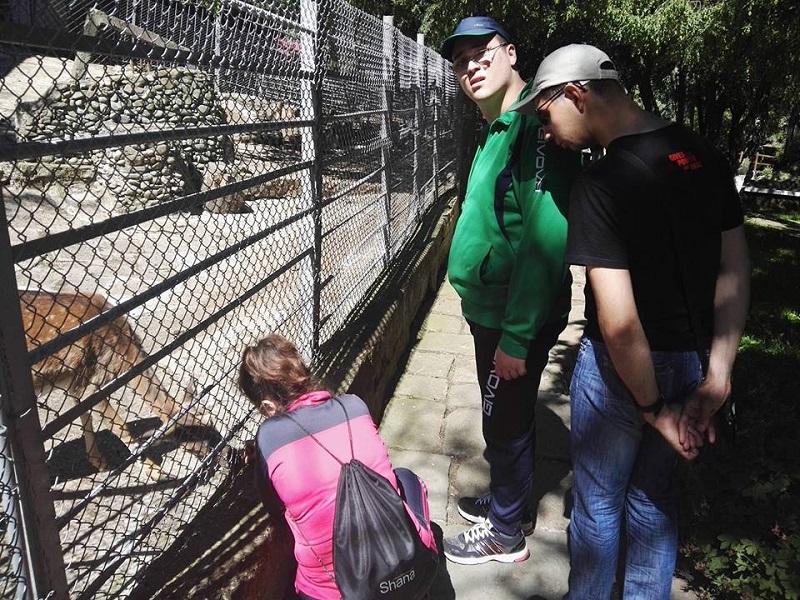 Деца с увреждания посетиха зоологическата градина в Айтос