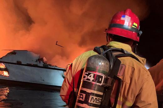 Туристическо корабче пламна в Калифорния, има много жертви