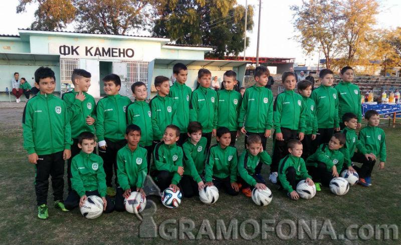 Футболистите на Камено с нови екипи