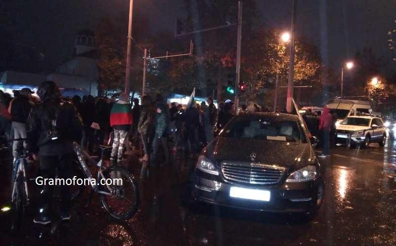 Бургазлии блокираха центъра на града