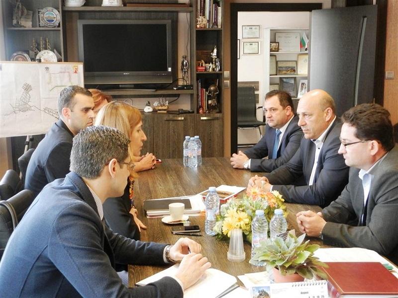 Министър Ангелкова се срещна с туристическия бранш в Поморие