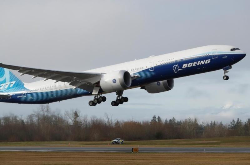 Новият Боинг 777X полетя за първи път
