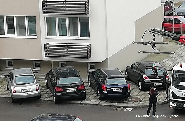 Паякът не признава празници, от сутринта вдига автомобили
