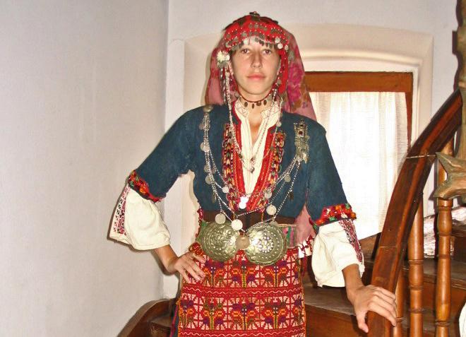 """На какво казваме """"Диван чапраз"""", обяснява бургаски етнограф тази събота"""
