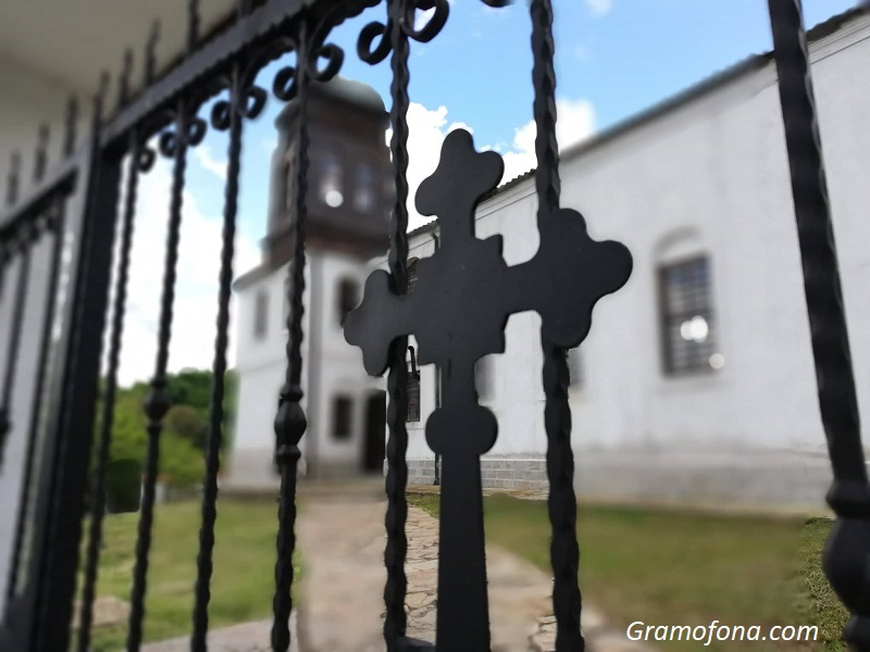 115-годишната църква на Кости празнува