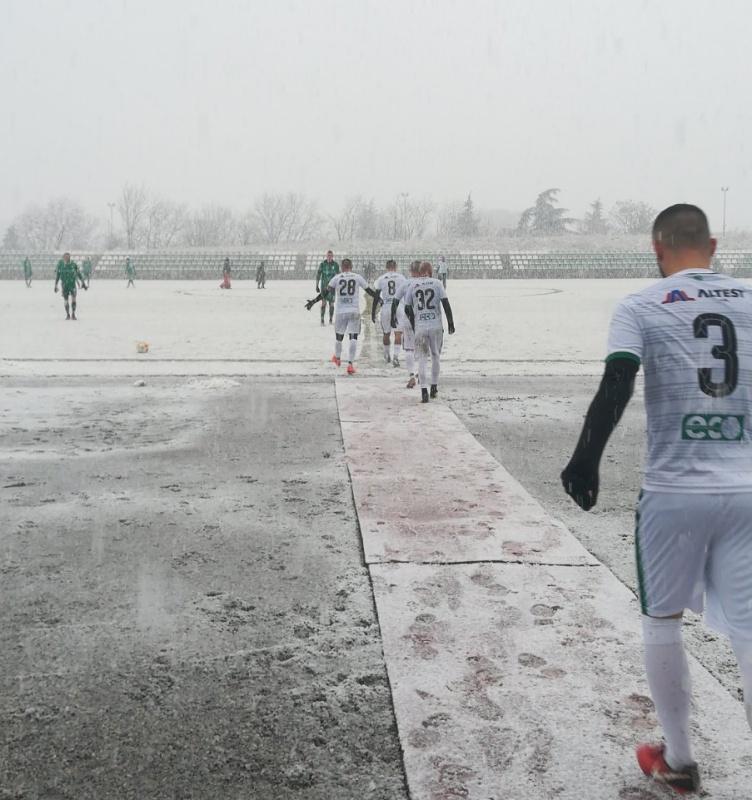 Снегът прекъсна мач на Нефтохимик