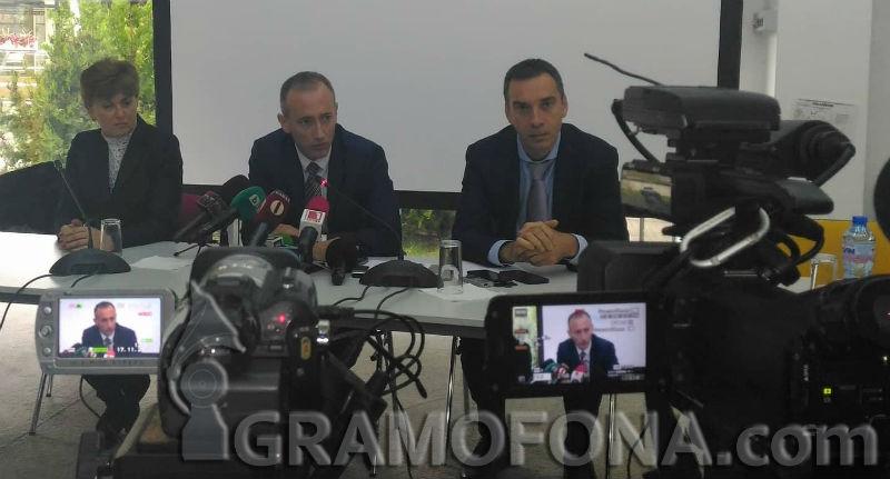 Няма да обявим нулева учебна година, обеща министърът на образованието