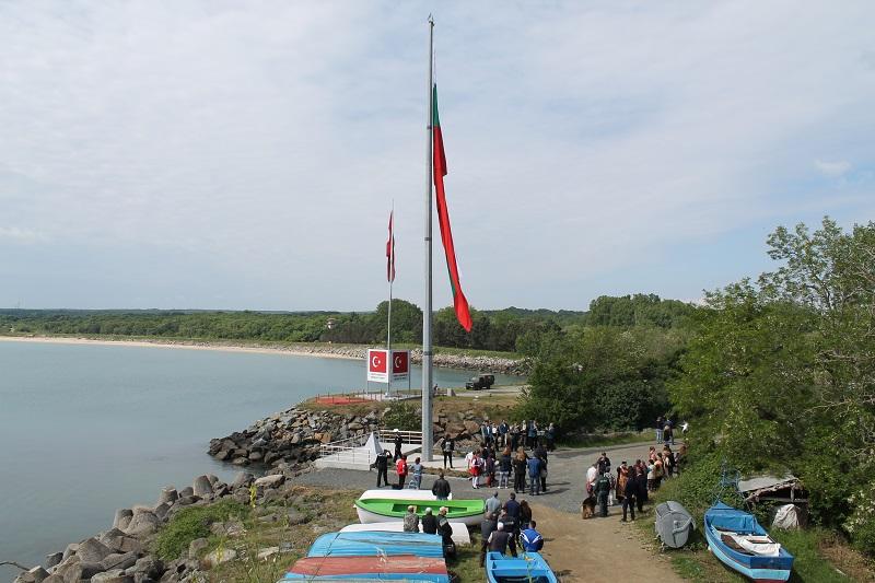 Вандали опитаха да заличат българското знаме край Резово