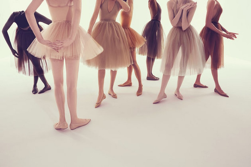 Новите пантофки на Лобутен правят краката по-дълги