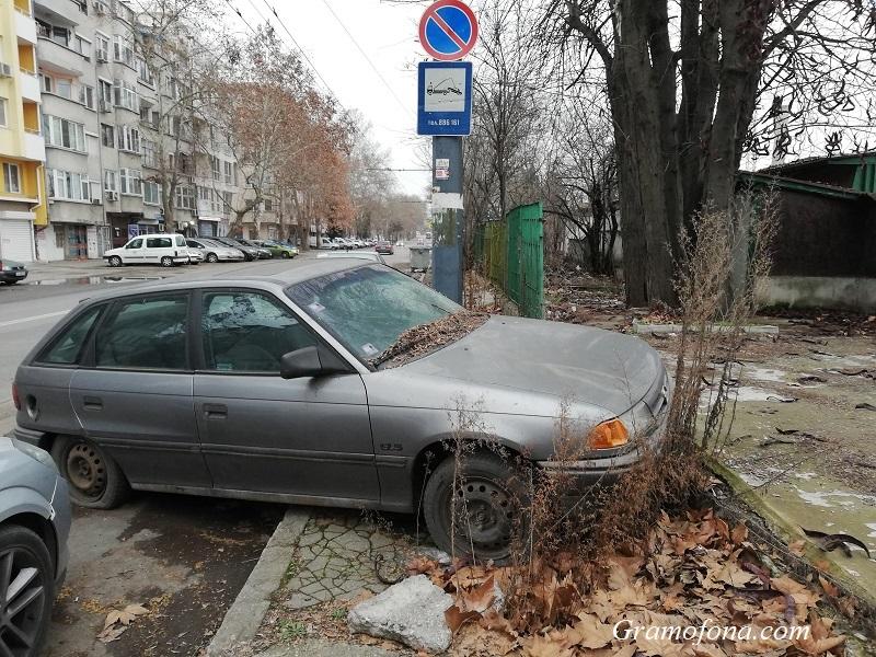 Бургазлии прегряват телефоните на Общината заради изоставени автомобили