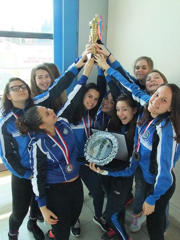 Бургаски ватерполистки се завърнаха с медал и купа от Турция