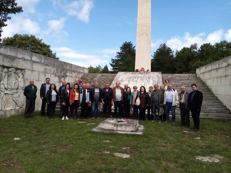 """БСП почете паметта на геройски загиналите партизани и ятаци от отряд """"Народен юмрук"""" в Добра поляна и Топчийско"""