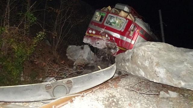 Влак дерайлира в Кресненското дефиле, 8 са пострадали