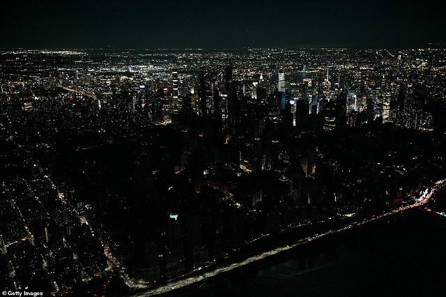 Пожар остави десетки хиляди без ток в Манхатън