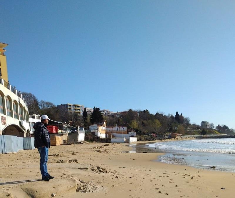 Последните морски бури изядоха ивицата на Южния плаж в Несебър