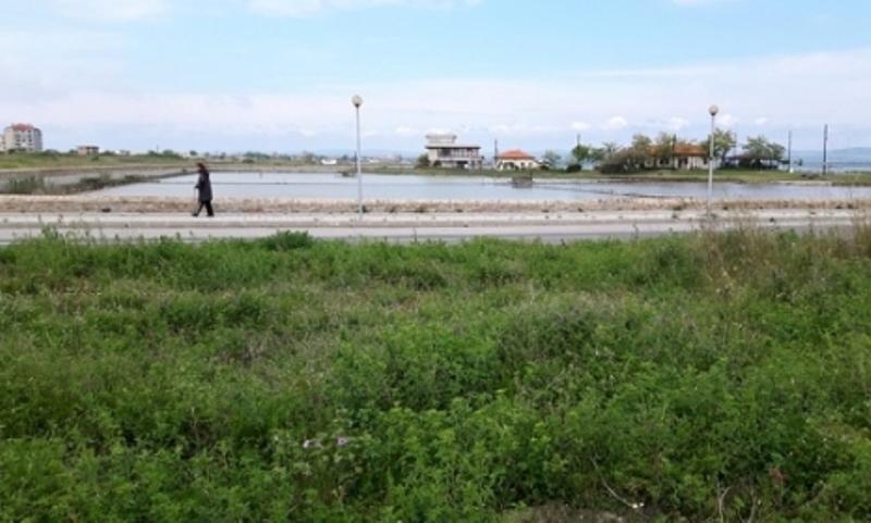 Земята около Музея на солта в Поморие се разпродава заради петролни  дългове