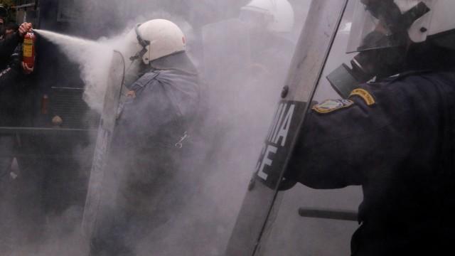 Протести и сблъсъци в центъра на Атина