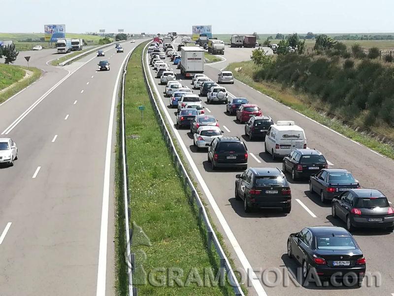 Две катастрофи край Приморско блокираха трафика