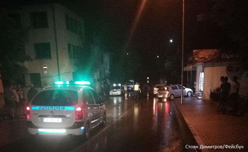 Брат и сестра с опасност за живота, 18-годишен ги помете на тротоар в Петрич