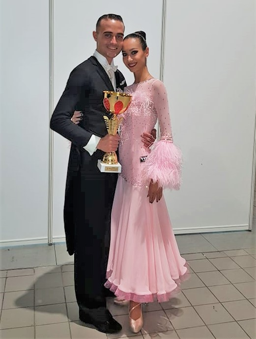 """""""Кралица на Бургас"""" стана първа на турнир по спортни танци в Белград"""