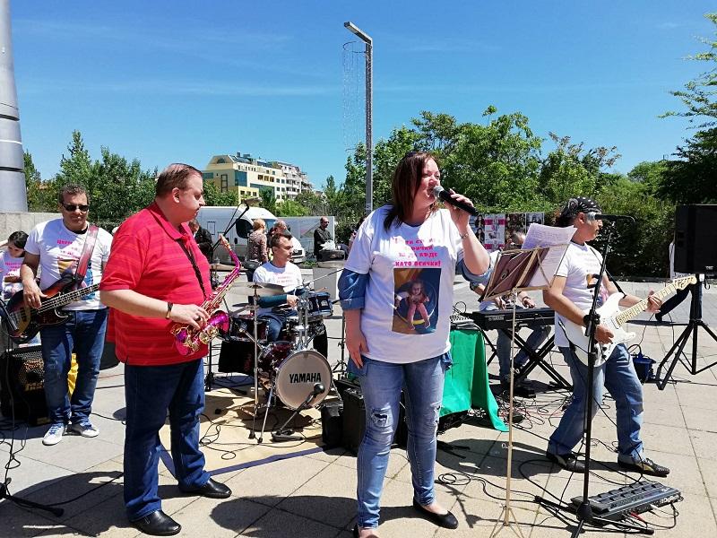 Бургаски музиканти свирят за Цвети
