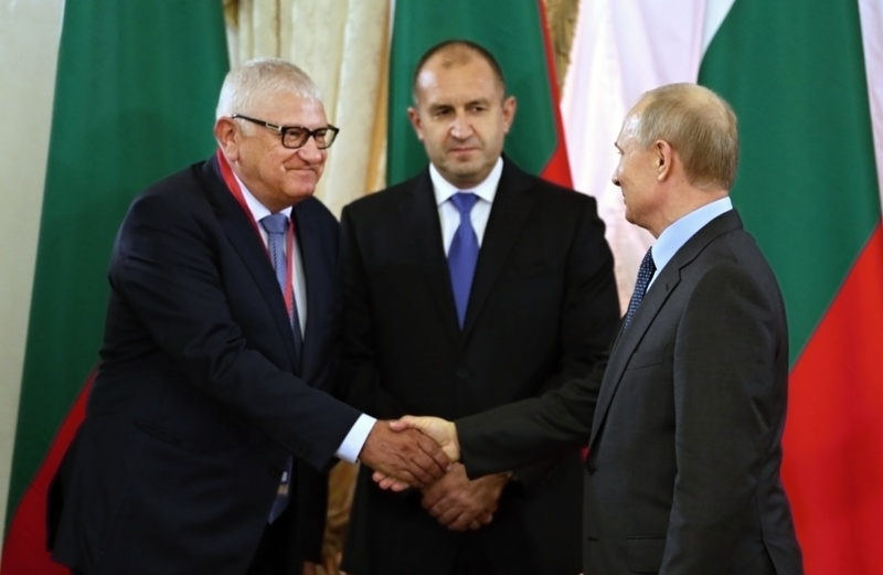 Бургаски депутат разговаря за газ, оръжия и паметници с Владимир Путин