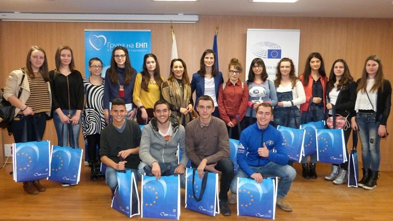 Бургаската ученичка Магдалена Виденова ще пътува с делегация до Брюксел