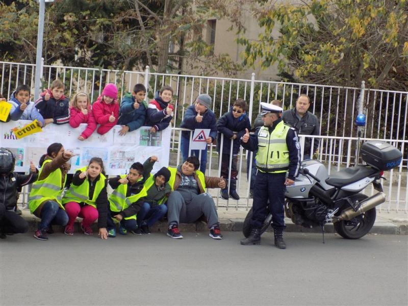 Децата на Поморие проведоха акция по безопасност на движението