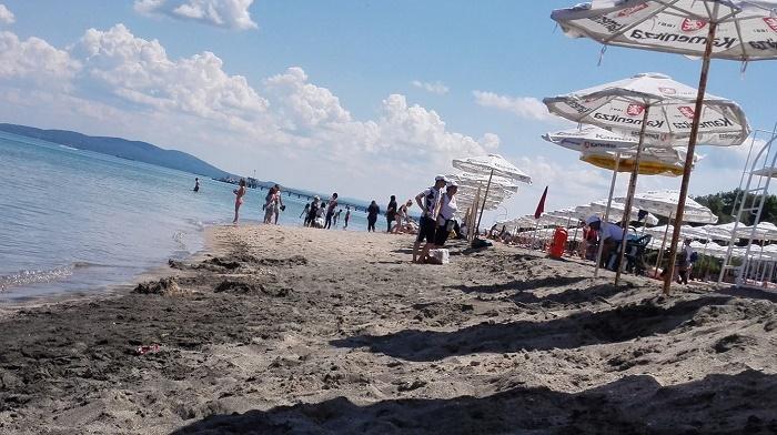 Нелегални търговци плъзнаха по бургаския плаж