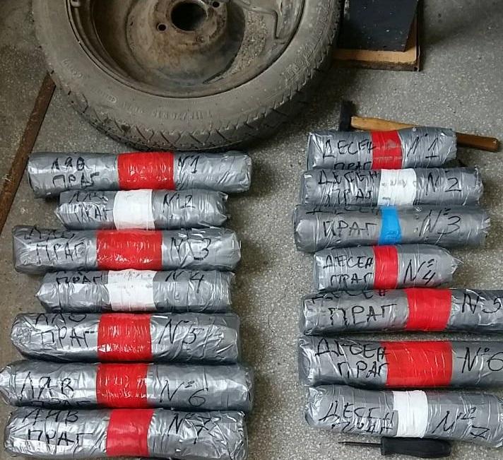 14 пакета с канабис откриха митничарите на ГКПП Лесово