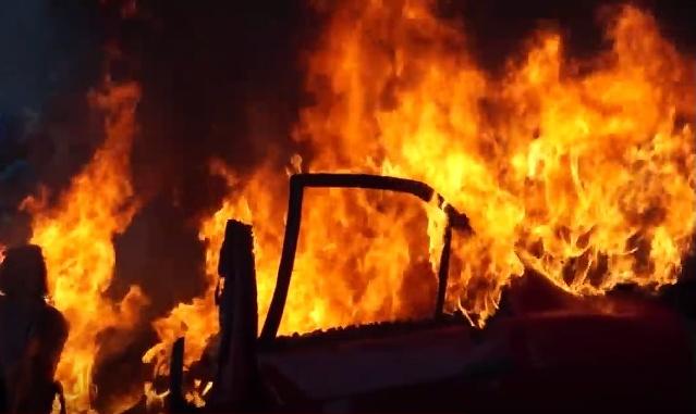 Подпалиха мерцедес на общински паркинг в Бургас