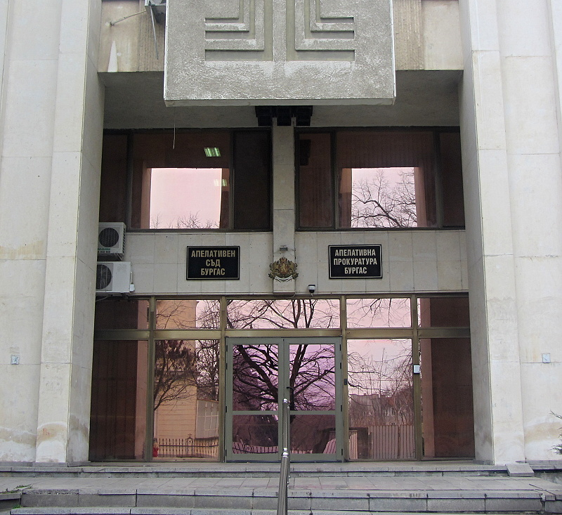 Прокурори от Бургаски район дариха 32 876 лв. за борбата срещу COVID-19