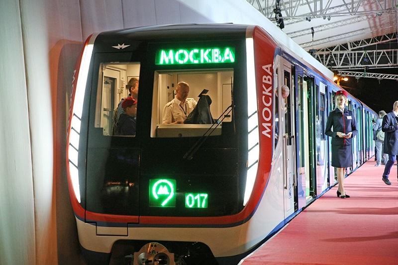 Снимка от московското метро предизвика бурни спорове в България