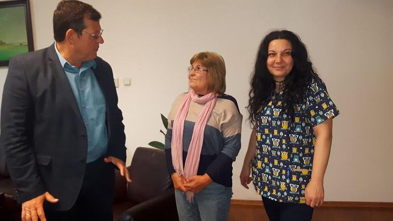 Медицинска сестра-доброволка помага цял месец в Инфекциозното отделение на УМБАЛ Бургас