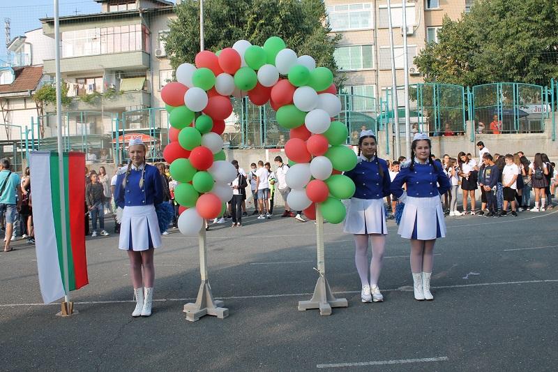 С много трепет и вълнение започна новата учебна година в Община Царево