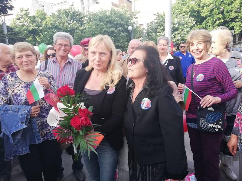 Елена Йончева в Бургас: Ние ще победим, защото нашата кауза е справедлива