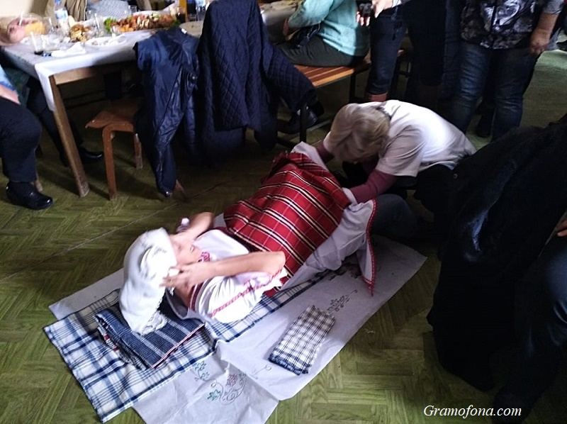 """Изродиха"" млада булка в кметството на Димчево"