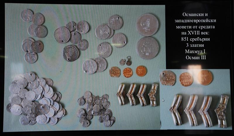 Голямо съкровище от монети и накити откриха археолози в Ахтопол