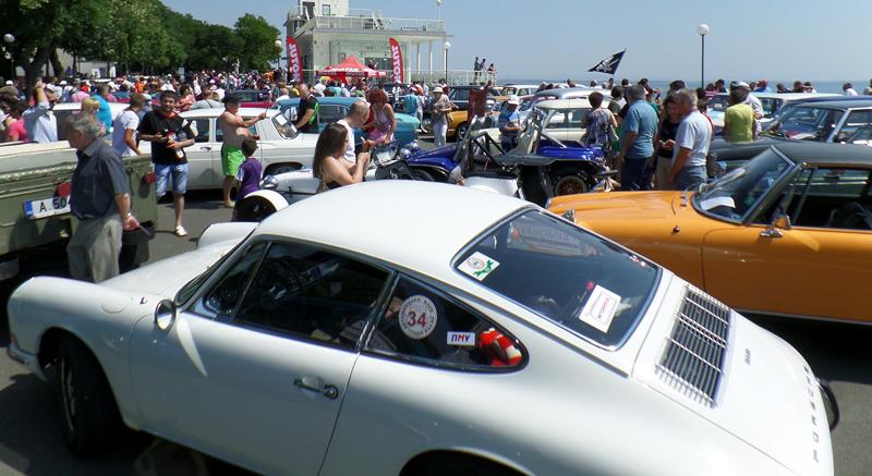 Jaguar като на английската кралица представят на Ретропарада в Бургас