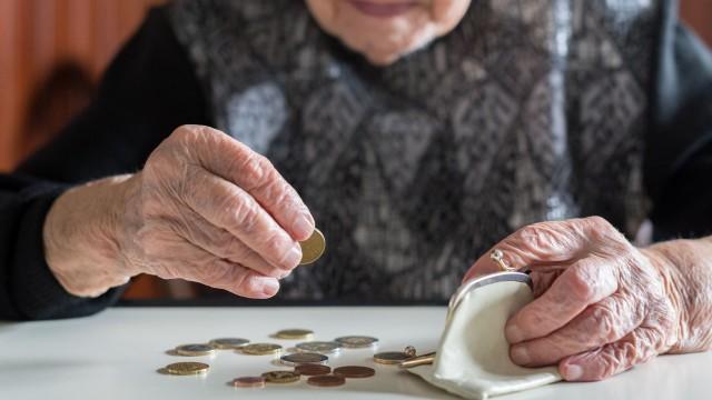 От днес пенсиите се увеличават с 3,8 на сто