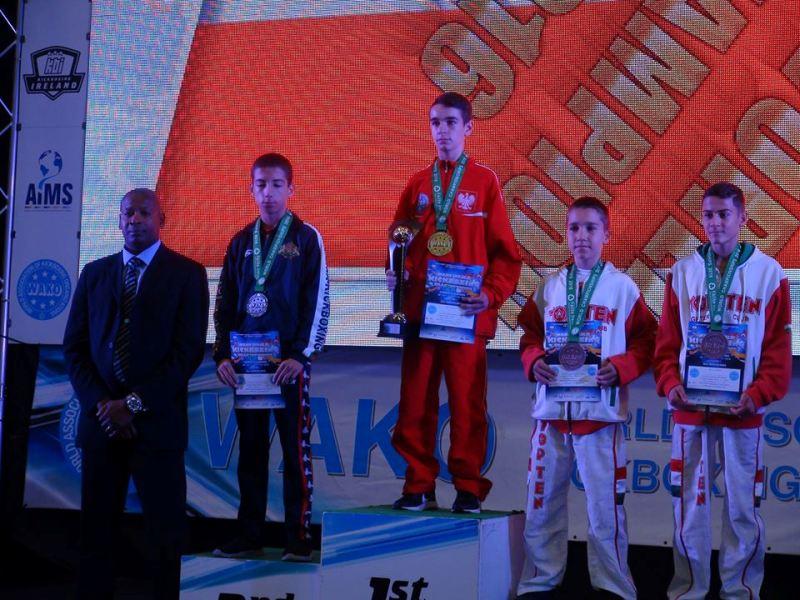 Бургаски клуб гордо се завърна със сребърен медал от световно