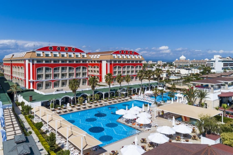 Турските хотели няма да затварят при заразени туристи