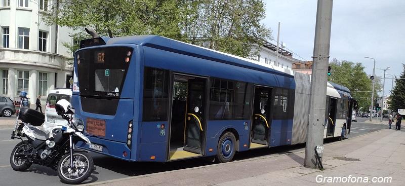 Два инцидента с автобуси на Бургасбус, пътници пострадаха леко