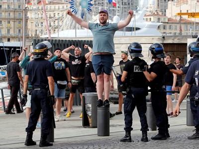 Съдят двама руски футболни фена във Франция