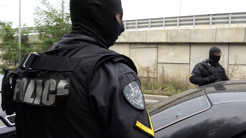 МВР показа ареста и щетите след гонка с група обирджии в София