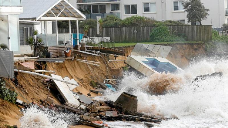 Наводнения по източното крайбрежие на Австралия