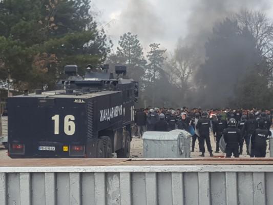 И военни влязоха в лагера в Харманли
