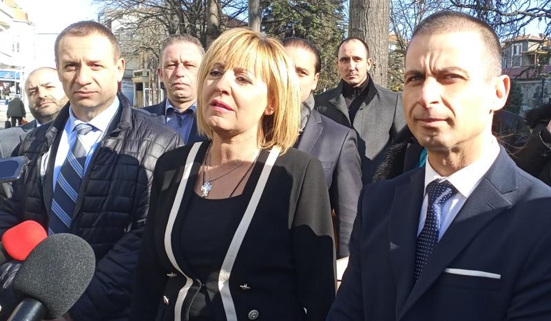 Партията на Манолова очаква втори мандат от Бургас