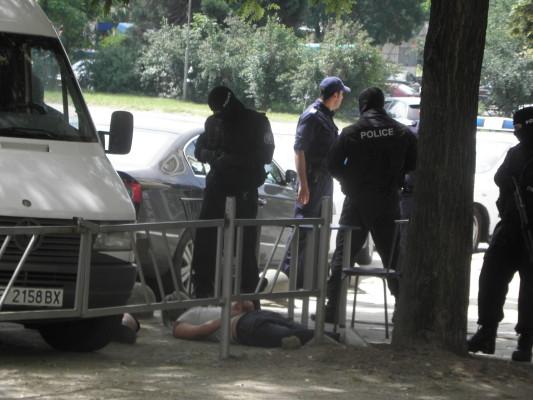 Арестуваха антимафиот и полицай за трафик на хора